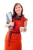 Fichiers de recopie et tasse heureux de femme d'affaires Images stock