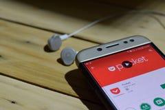Fick- bärare-applikation på den Smartphone skärmen royaltyfri fotografi