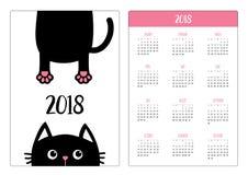 Fick- kalender 2018 år Veckan startar söndag Roligt framsidahuvud för svart katt Hängande kropp Tafsa trycket, svans Gulligt teck vektor illustrationer