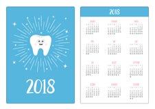 Fick- kalender 2018 år Veckan startar söndag Sund tandsymbol som ler framsidan Gulligt tecknad filmtecken Rund linje cirkelstjärn Arkivbilder