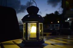 Ficklampa på tabellen Royaltyfri Fotografi