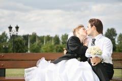 Fidanzato e sposa fotografie stock