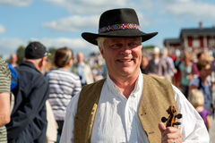 Fiddler felice al festival di musica folk svedese Fotografia Stock Libera da Diritti