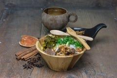 Fideos del arroz o salsa picante del cerdo de los tallarines Imagenes de archivo