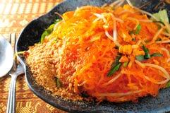 Fideos fritos tailandeses Imagenes de archivo