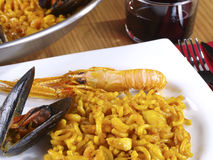 Fideua – Noodle paella Royalty Free Stock Photos