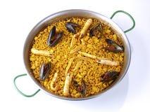 Fideua - Paella de nouille - sur le blanc Images stock