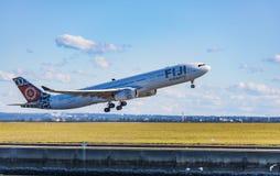 Fidschi-Fluglinien Airbus 330, der von Sydney sich entfernt stockfotos