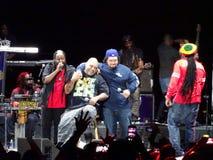 Fidschi und J-Boog singt auf Stadium nachts Lizenzfreie Stockfotos