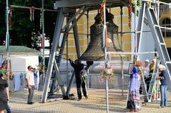 Fiel en Bell grande en la Kiev-Pechersk Lavra, Kiev Fotos de archivo