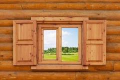 Field är synlig från ett fönster Arkivbild