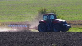 field вспахивать трактор сток-видео