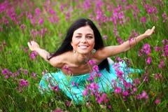 field женщина цветка розовая Стоковое Фото