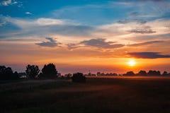 field заход солнца стоковое изображение