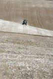 field den sprejande traktoren Royaltyfria Foton
