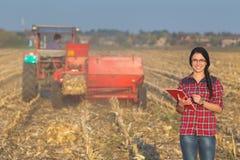 field kvinnan Royaltyfri Fotografi