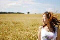 fields девушка ослабляя Стоковые Изображения