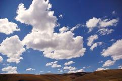 fields skyen Royaltyfri Bild
