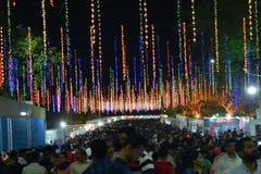 Fiera di divertimento annuale con varietà di spettacolo e di attività commerciali immagine stock