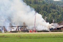 Fierman löschen Feuer aus Lizenzfreies Stockbild