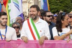 Fierté de Rome 2015 - Pride Italy gai - le maire de Rome au début du défilé Photo stock