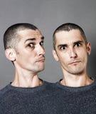 Fierté ou double personnalité avec l'homme foncé à deux têtes de cercle Photos libres de droits