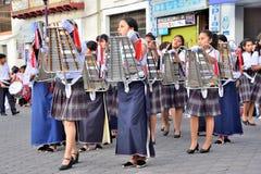 Fiesta de aniversario para la unidad educativa en Otavalo, Ecuador Foto de archivo