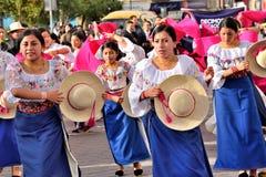 Fiesta de aniversario para la unidad educativa en Otavalo, Ecuador Imagen de archivo libre de regalías