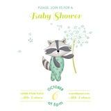 Fiesta de bienvenida al bebé o tarjeta de llegada - mapache del bebé Fotos de archivo