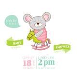 Fiesta de bienvenida al bebé o tarjeta de llegada - muchacha del ratón del bebé Fotos de archivo
