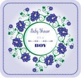 Fiesta de bienvenida al bebé - su un muchacho, flores azules Imagen de archivo libre de regalías