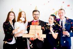 Fiesta de cumpleaños de la oficina Imagen de archivo libre de regalías