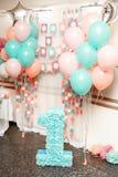 Fiesta de cumpleaños para el niño un años Fotos de archivo