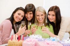 Fiesta de cumpleaños - tostada feliz de la mujer con champán Imagen de archivo libre de regalías