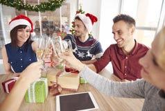 Fiesta de Navidad en la oficina Fotografía de archivo libre de regalías