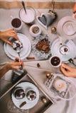 Fiesta del té del tiempo del advenimiento con los molletes hechos en casa Fotos de archivo
