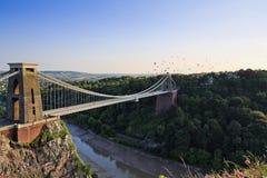 Fiesta för för Clifton inställningsbro och ballong Fotografering för Bildbyråer