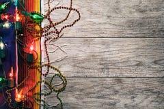 Fiesta: Partiljus och pärlor för Cinco Celebration arkivfoton
