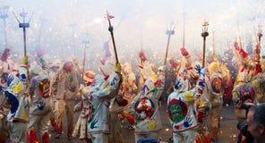 Fiestas de Mayo - visa med olika fyrverkerier Arkivbild