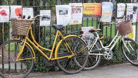 Fiets in Cambridge het UK wordt geparkeerd dat Royalty-vrije Stock Fotografie
