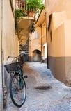 Fiets in een Toscaanse straat Stock Fotografie
