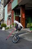 Fiets met Zwabber op de straat in Taipeh, Taiwan De hamel van Taiwan ` s is tropisch en sneeuwt niet veel tijdens de winter In de stock foto's