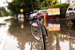 Fiets na zware regen Royalty-vrije Stock Afbeeldingen