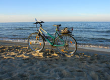 Fiets op een strand Royalty-vrije Stock Afbeeldingen