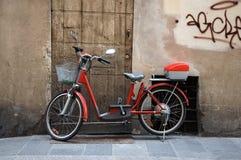 Fiets op Italiaanse Straat Stock Afbeeldingen
