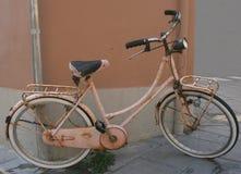 2 fiets roze zalm Royalty-vrije Stock Afbeeldingen
