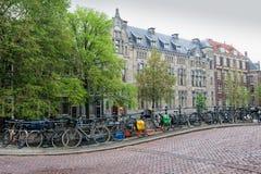 Fietsen in Amsterdam Royalty-vrije Stock Afbeeldingen