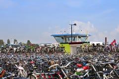 Fietsen in Amsterdam, Nederland Royalty-vrije Stock Afbeeldingen
