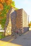 Fietsen bij de Stadsmuren van Canterbury in Canterbury in Kent royalty-vrije stock afbeeldingen