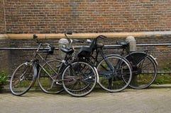 Fietsen op straat Amsterdam Holland Royalty-vrije Stock Fotografie